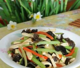 为嗜肉族量身打造清素淡雅瘦身良菜----香芹木耳炒白干