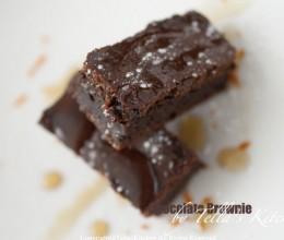 唇齿留香,口感轻盈的巧克力蜂蜜布朗尼。零失败。