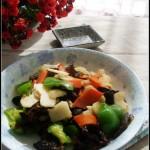 適合春季吃的一道潤肺清火的素小炒——青椒木耳炒荸薺