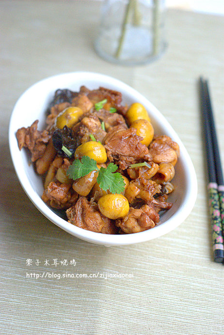 春季一道不可不尝的养生菜——栗子木耳烧鸡