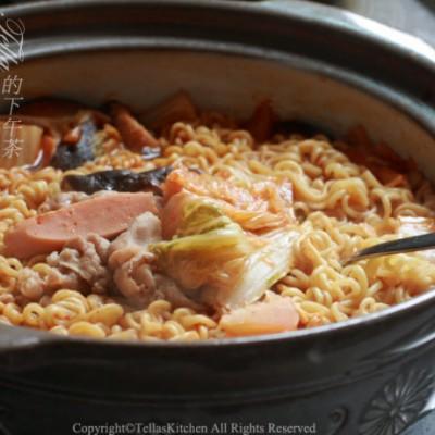 吃方便面么,换个花样吧。简易韩式部队锅。