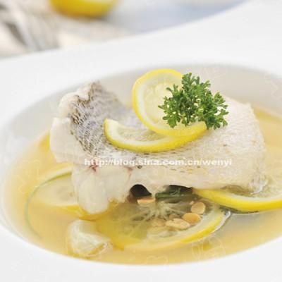 推荐一道好吃又清爽的肉菜哦-------柠香酸汤鲈鱼