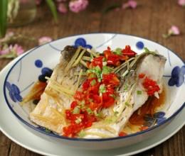 不太靠谱但绝对好吃的烹鱼方法。剁椒豉汁蒸草鱼段