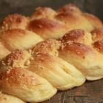 为处理剩余淡奶油而做的香气浓郁的【淡奶油辫子面包】