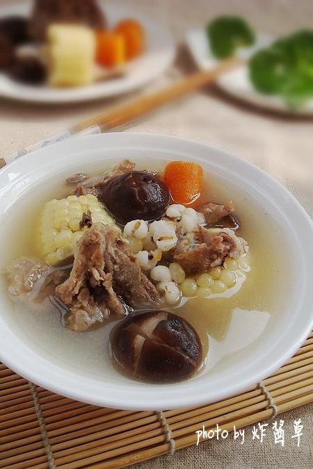 黄瓜鸡蛋饼  大白菜炖粉条  卤制桔香糯米藕 清炒红薯梗  番茄肉丸汤