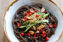 在家做餐厅上座率超高的凉菜——酸辣蕨根粉