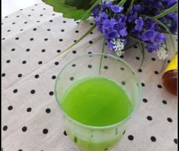 对治疗青春痘非常有益的一杯果蔬汁——蜂蜜苦瓜汁
