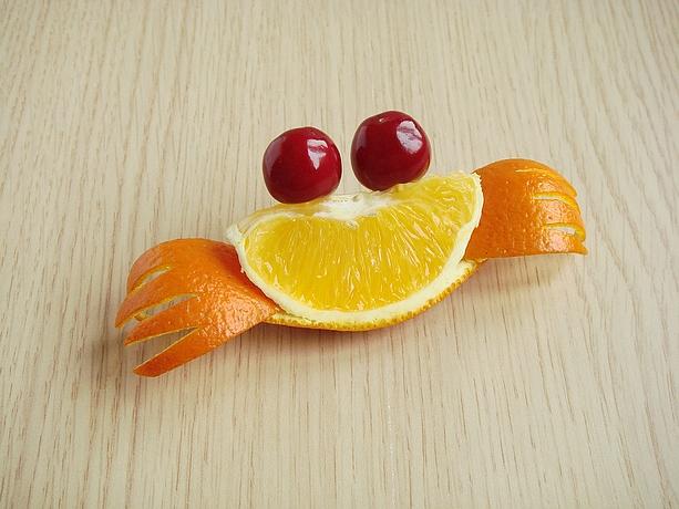 只需三步就能切出萌翻你的橙子螃蟹