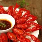 小龙虾也能辨公母。另一种风行江城的小龙虾吃法【蒸虾】