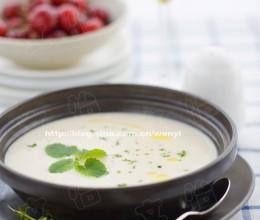 几乎每个法餐厅都有的好喝的汤-----土豆大葱汤