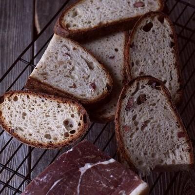 黑麦天然酵种火腿奶酪欧包-活色生香