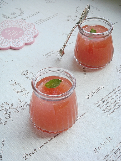 抵御秋老虎余威的诱人甜品:酸酸甜甜番茄梅子冻