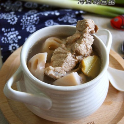 荷莲一身宝,秋藕最补人--养胃润燥的【莲藕腔骨汤】