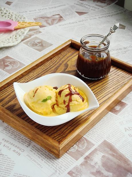 专属秋日的私房冰淇淋甜点:焦糖酱南瓜冰淇淋&冰淇淋奥利奥