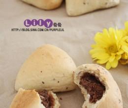 红枣豆沙三角包。没有高筋粉能做面包吗?