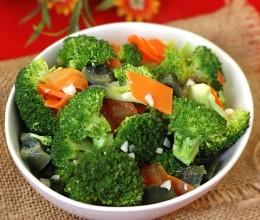 西兰花的另一种诱人吃法。【上汤西兰花】蔬菜也温暖