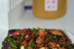 比青椒炒肉更过瘾的鱼头新吃法~~~~青椒炒鱼头