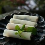 年夜滇覆你的味觉两道云南菜-----丽江吐司卷和树番茄拌黄花