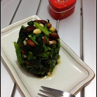 春季忌吃未用开水焯过的菠菜——果仁菠菜