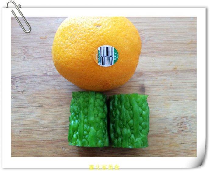 5分钟做一道深受MM们喜欢的初夏美容祛痘凉拌菜——凉拌香橙苦瓜