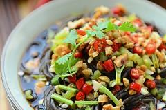 绝对够味儿的保健美食——酸辣蕨根粉