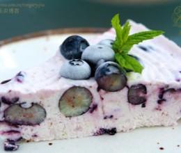 酷暑中使人胃口大开的冰爽蓝莓蛋糕