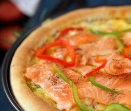 夏日里清爽口感的美味海陆至尊批萨