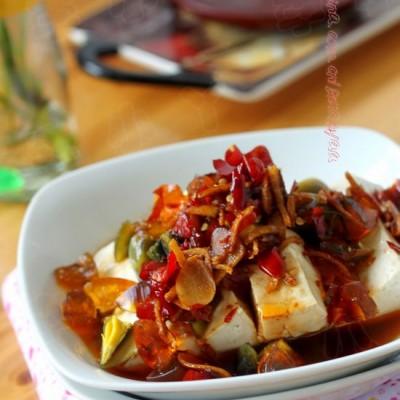 当皮蛋遇上客家豆腐——成就一道好吃到爆的下饭菜【皮蛋豆腐】