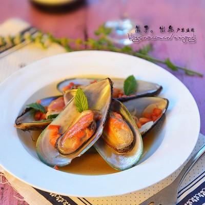 最简单美味的法式青口贝做法:浓郁海洋气息的【白葡萄酒香草焖青口】