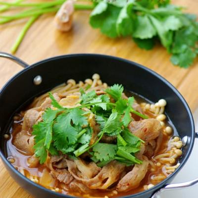 驱散凉意的秋日暖锅:韩式肥牛金针煲
