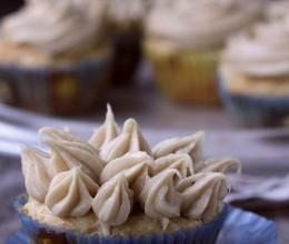 鲜桃纸杯蛋糕-关于褐色糖,黄糖,和红糖