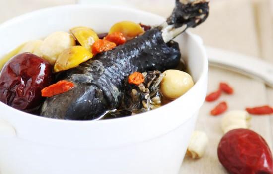 乌鸡栗子枸杞汤