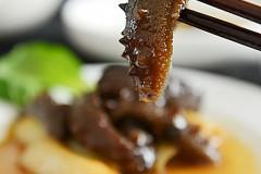经典鲁菜葱烧海参(附海参的发制方法)