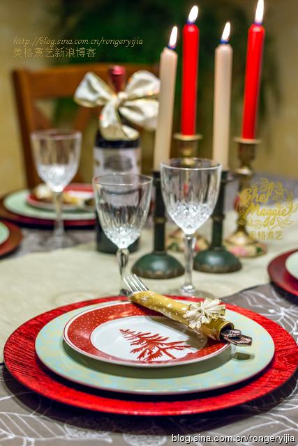 传统圣诞家宴烤火鸡配新鲜曼越莓酱汁