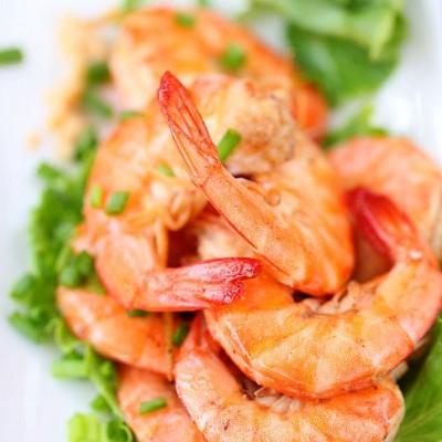 只要一个小绝招即可做出入味的白胡椒虾