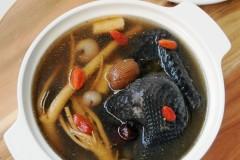 乍暖还寒来碗热鸡汤----党参桂圆煲乌鸡