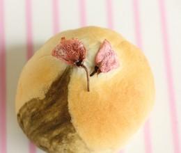 充满艺术气息的樱花抹茶豆沙面包
