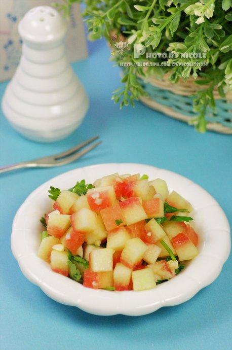 初春巧吃拌菜保护肠胃:清新圣女果暖食沙拉