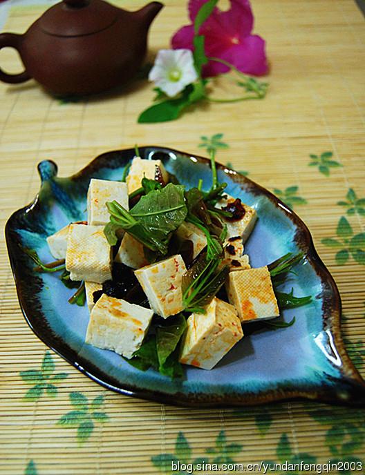 春分时香气四溢的椿芽拌豆腐