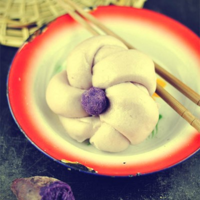 寻常主食加上营养粗粮的美妙诱惑——紫薯花朵馒头
