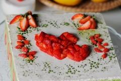 """把""""心""""意裝進蛋糕----春日清新的抹茶草莓慕斯"""