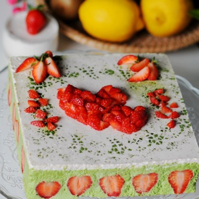 """把""""心""""意装进蛋糕----春日清新的抹茶草莓慕斯"""