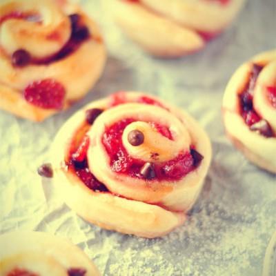 #春天烘焙季#可可草莓面包卷——温暖午后的恬静茶点