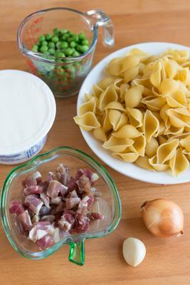 意式餐馆春天的招牌美味-豌豆煎肉奶酪意面