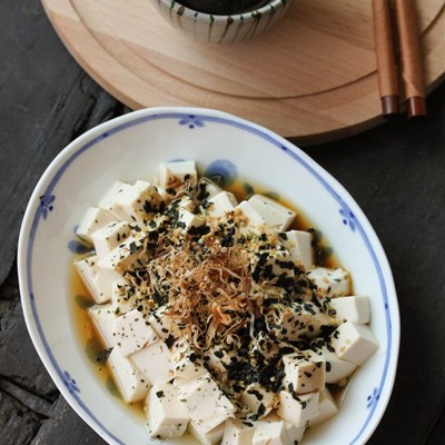 非常适合减肥的日式拌豆腐——木鱼花海苔芝麻嫩豆腐