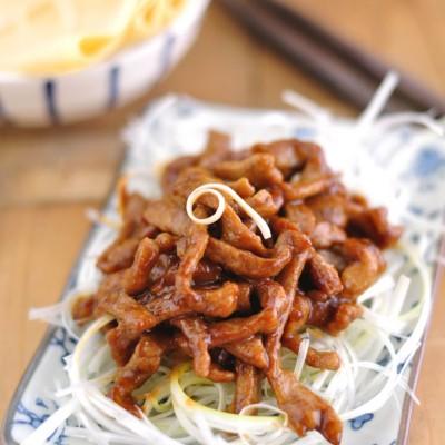 嗜肉一族夏季偏爱的酱香浓郁卷肉丝——京酱肉丝