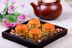 中秋莲蓉蛋黄月饼