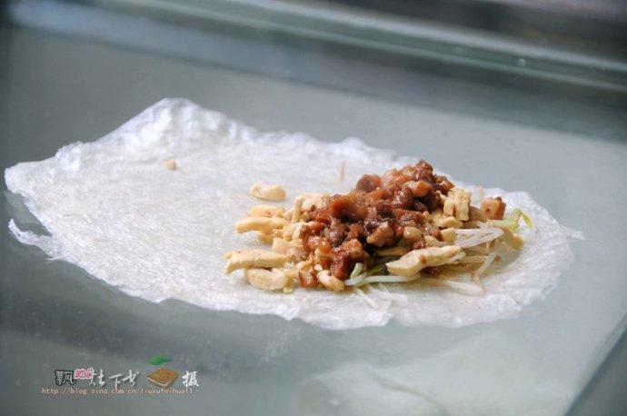 在梅州品茗独特的客家美食--拍客家娘酒制作、品尝百侯薄饼