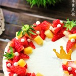 怎样烤出外形与口感都完美的戚风蛋糕——如云朵般柔软的鲜果花环蛋糕