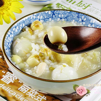 夏季养生粥为先----银耳莲子荔枝粥